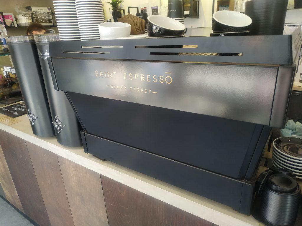 Kávovar a mlýnky na kávu